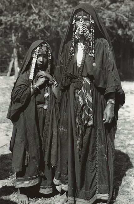 Palestinian mother and daughter, 1930