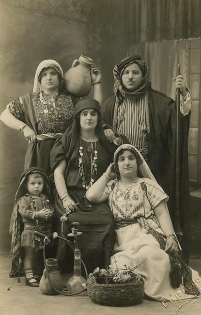 Daoud Abdo Studio. Tashdjian family, 1929 (Malikian Collection)
