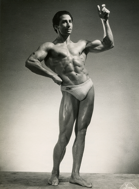 Juan Ferrero, Paris, 1948. A Spanish bodybuilder from Bordeaux, France (1918-1958). Won the Mr. Universe title in London in 1952 (Malikian Collection)