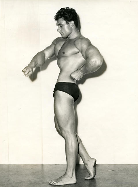 Val Vasilieff, 1964 winner of Mr. America bodybuilding title. London, September 25, 1965 (Malikian Collection)
